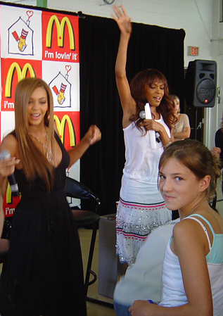 Destiny's Child - Beyonce dancing with me