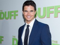 Are You The DUFF? Advice From Robbie Amell