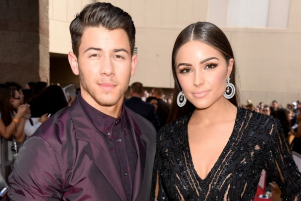 Nick-Jonas-Olivia-Culpo-Billboard-Music-Awards-red-carpet-sexy-2