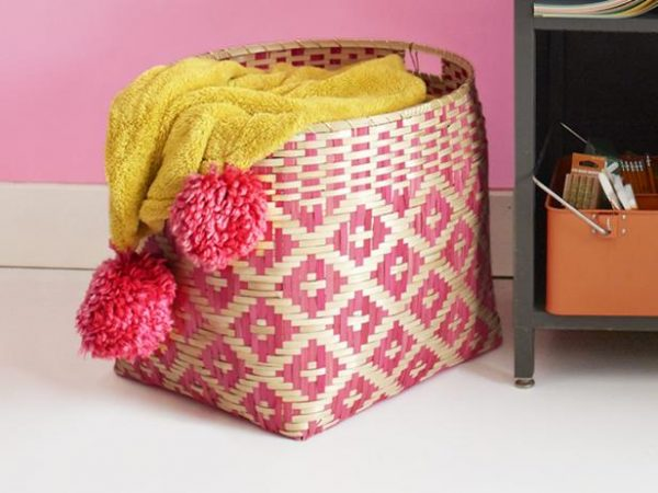 Pom Pom Blanket DIY Projects